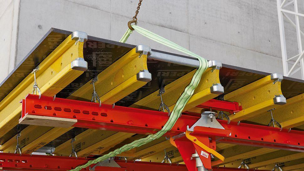Nowy ochraniacz krawędzi zapobiega uszkodzeniom poszycia podczas przestawiania stołów za pomocą typowego budowlanego zawiesia łańcuchowego. Stalowe okucie i zaokrąglony środnik sprawiają, że dźwigar PERI VT 20K charakteryzuje się wyjątkową wytrzymałością i żywotnością.