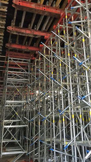 Madkulturhuset: PERI UP understøtningstårne med udkragede HDT bjælker