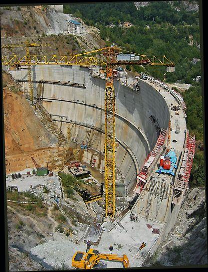 Baraj din beton în triplu arc pe râul Alb având o înălțime de 75 m.
