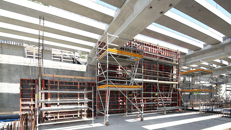 Rusztowania zbrojarskie i platformy betoniarskie PERI UP Rosett wyposażone zostały w kółka umożliwiające łatwe przestawianie bez konieczności używania żurawia.