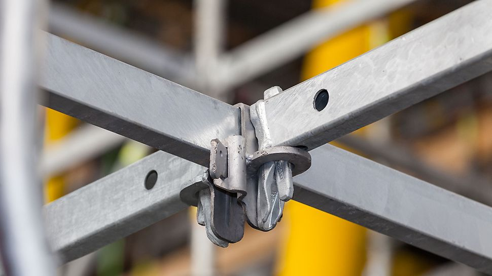 Standard-to-standard connections as well as leg-to-standard connections of the PERI Up system allow flexibility.