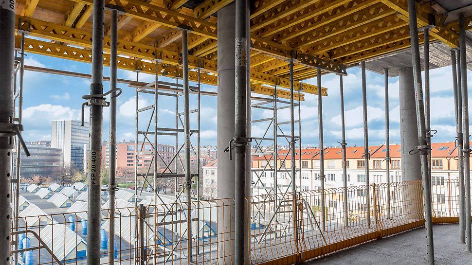 ČVUT - revitalizace, přístavba a nástavba objektu Podepření stropního bednění bylo prováděno stojkami PEP, u vyšších světlých výšek podpěrnými věžemi ST 100.