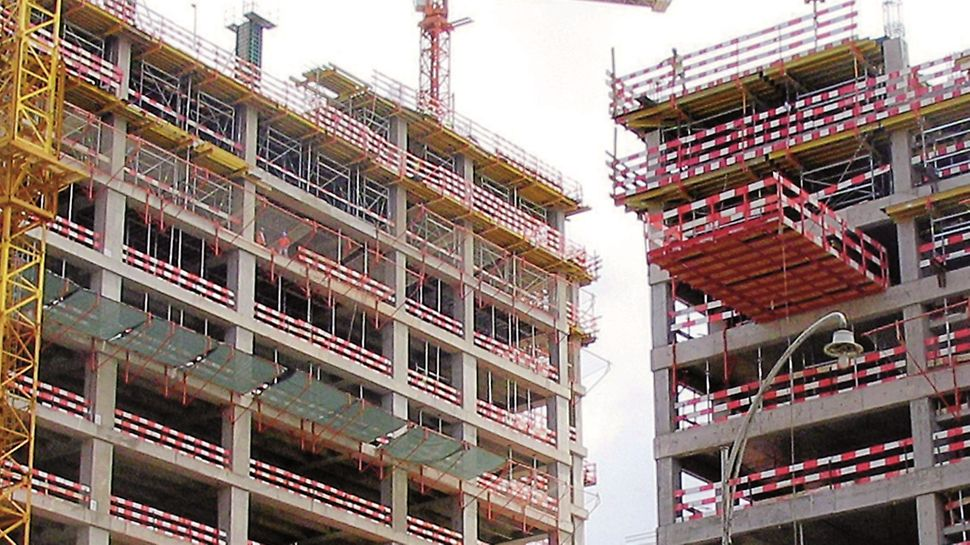 Torres Atlântico, Luanda, Angola - Bloco residencial. Plataforma de apoio à elevação das mesas.