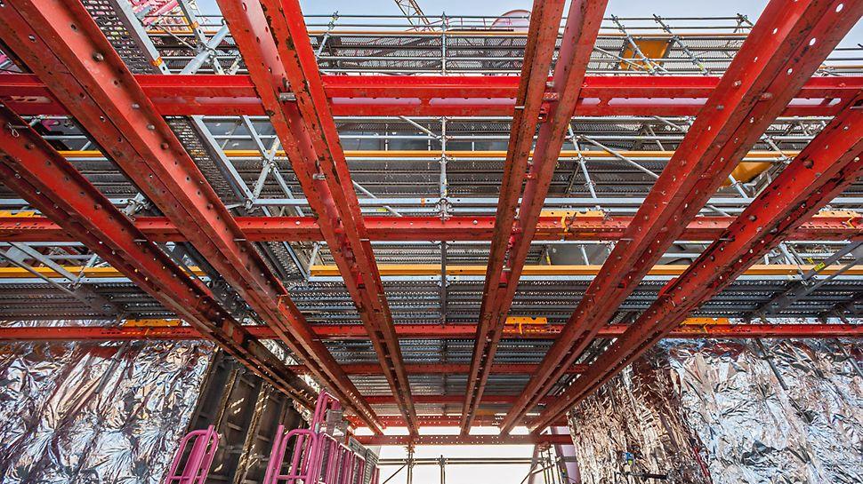 Konstruktion des VARIOKIT Fachwerks für die Isolierungsarbeiten an der Gießhallen-Entstaubungsanlage vom Hochofen 9 des ThyssenKrupp Steel Europe, um sicheren Zugang zu Anlagenteilen zu schaffen.