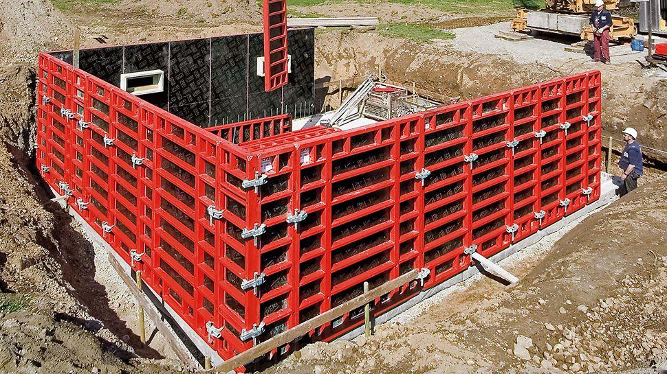 Die geringe Anzahl unterschiedlicher Schalungselemente sorgt für eine einfache Handhabung. Das klar gegliederte Elementraster von 30 cm erhöht den Einsatzgrad aller Elemente und vereinfacht die Materialvorhaltung und die Logistik.