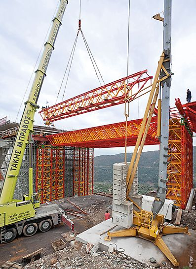 The VARIOKIT Heavy-Duty Truss for large spans offers high load-bearing capacity with a low dead weight. A further advantage is the easy assembly procedure.