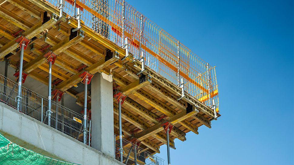 Widok na stół stropowy z z głowicami uchylnymi typu MULTIFLEX, w miejscu konstrukcji bez słupa narożnego.