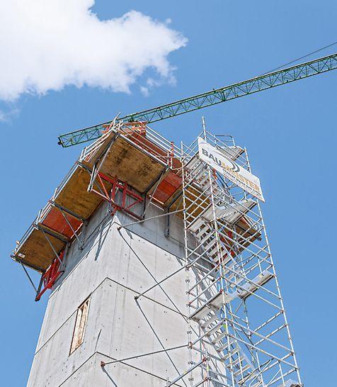 Sklopiva ugaona platforma za spoljašnje uglove može se postaviti sa leve i desne strane. Isporučuje se kao kompletna jedinica sa sklopivim ramom.