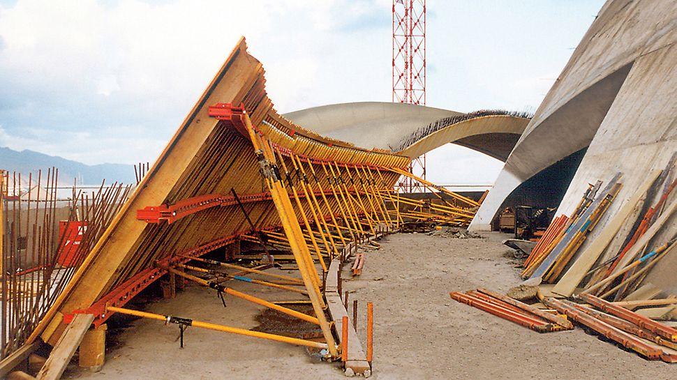 Auditorio de Tenerife: Nastavení vnitřního bednění VARIO GT 24 pro kruhové a zakřivené stěny plachet.