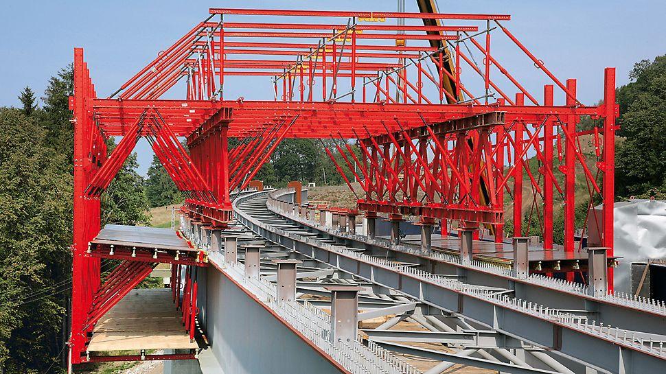 Brücke Tošanovice-Žukov, Ostrava, Tschechien - Mit drei Spindeln lassen sich alle Neigungen und Höhenlagen der Kragarmschalung einstellen.