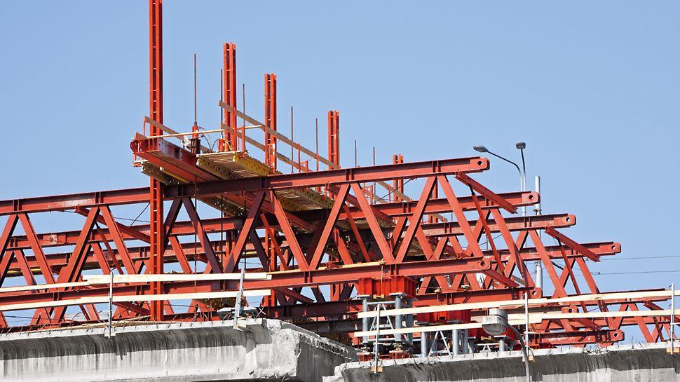 Rekonstrukce a zvedání mostů, Ostrava - Svinov: Konstrukce KMT se zavěšeným mostním polem.