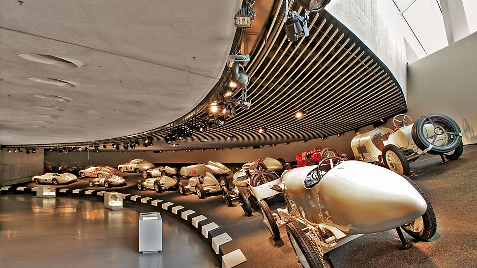 Muzeum Mercedes-Benz: V novém muzeu se může se stodvacetiletou historií automobilu Mercedes-Benz seznamovat až 5.000 návštěvníků denně.
