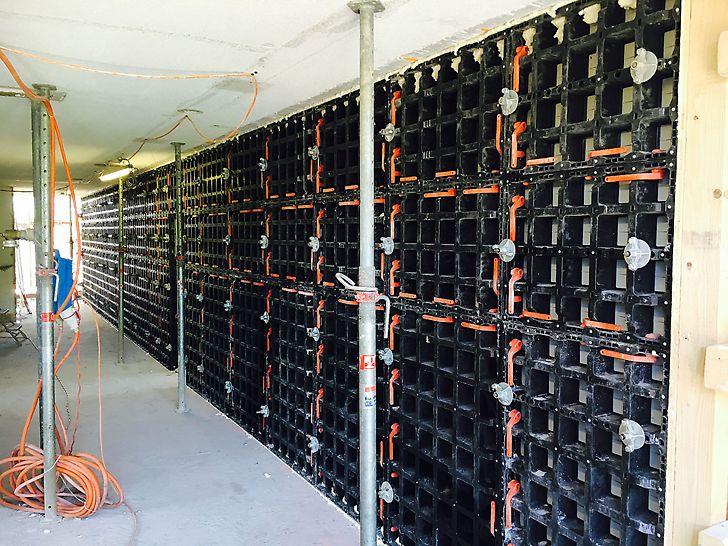 Eine Wand im OG eingeschalt und bereit zum Betonieren