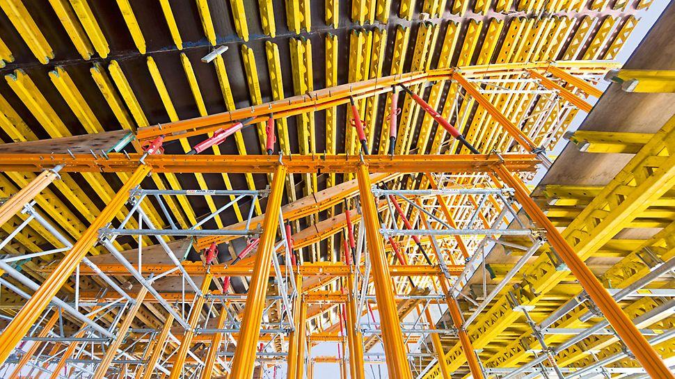Upravna zgrada Banco de la Ciudad de Buenos Aires - VARIOKIT i MULTIPROP sistemski elementi, koji se iznajmljuju, i spojni elementi čine ekonomičnu osnovu za pokretne oplatne stolove koji su dali formu krovu.