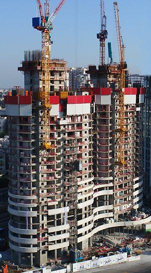 זוג מגדלי מגורים מעוגלים הממוקמים בסביבת עבודה צפופה ומאתגרת. מערכת הגנה היקפית RCS-P המתפקדת כקיר מסך מטפס על חזית הבניין.