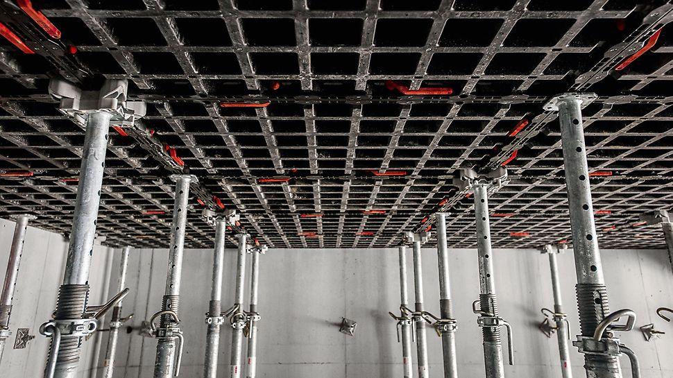 Concrete House : Les dalles sont formés par l'application horizontale des panneaux DUO.  (Photo: seanpollock.com)