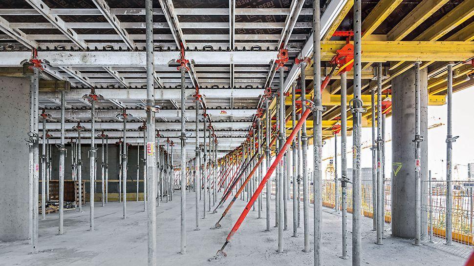Sprawdzony system SKYDECK przyczynia się do szybkiego i systematycznego deskowania dużych powierzchni stropów. W sąsiednich biurowcach aluminiowe deskowanie stropowe uzupełniają stoły stropowe.