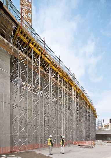 Midfield Terminal Building, Abu Dhabi - PD 8 is the proven shoring system for slab tables and accommodates high loads. With only two different frame heights, almost any required height can be realized.