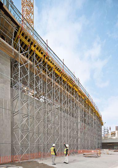 Midfield Terminal Building, Abu Dhabi - PD 8 ist das bewährte Traggerüst für Deckentische und hohe Lasten. Mit nur zwei verschiedenen Rahmenhöhen lässt sich annähernd jede erforderliche Höhe erzielen.