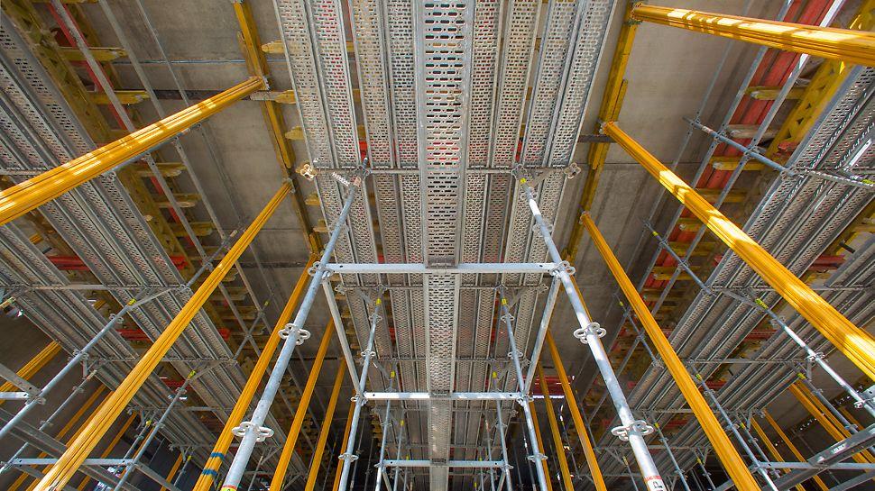 Tour d'étaiement PERI UP : PERI UP utilisé comme tour d'étaiement pour charges lourdes.