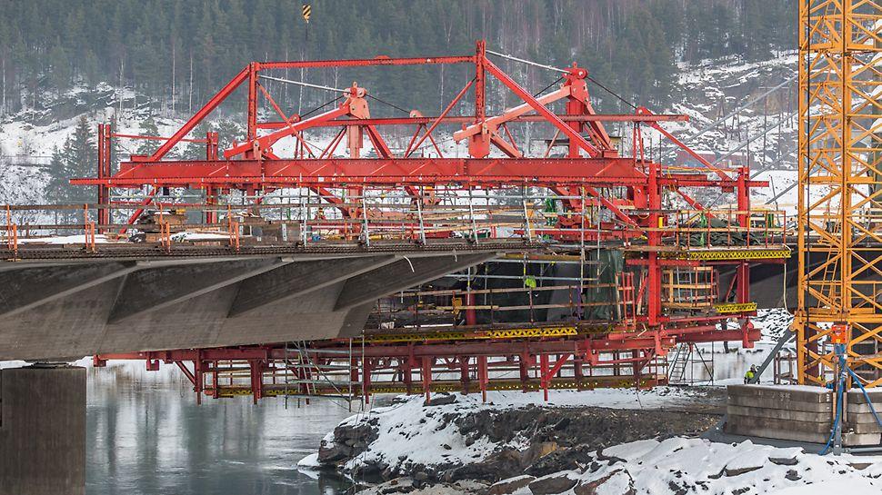 Most Harpe Bru: Konkrétní výzvou při návrhu bednění byly 1,30 m vysoká příčná žebra na každém mostním úseku.
