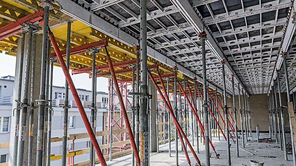 Kancelářská budova Crystal, Praha Stropní stoly SRU urychlující výstavbu a zvyšující bezpečnost práce byly ke stropní konstrukci uchyceny systémovými stabilizátory RSS.