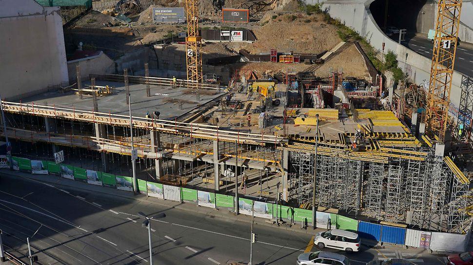 Podepření ve výšce dvou podlaží vytvoření s pomocí podpěrných věží ST 100.