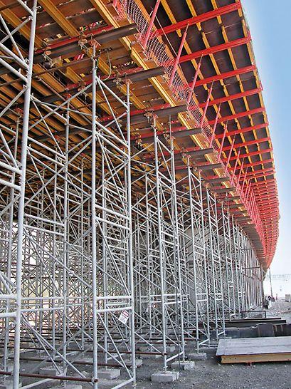 PD 8: Ajuste em altura com estruturas de aço R 150 e R 110 para superestrutura de ponte.