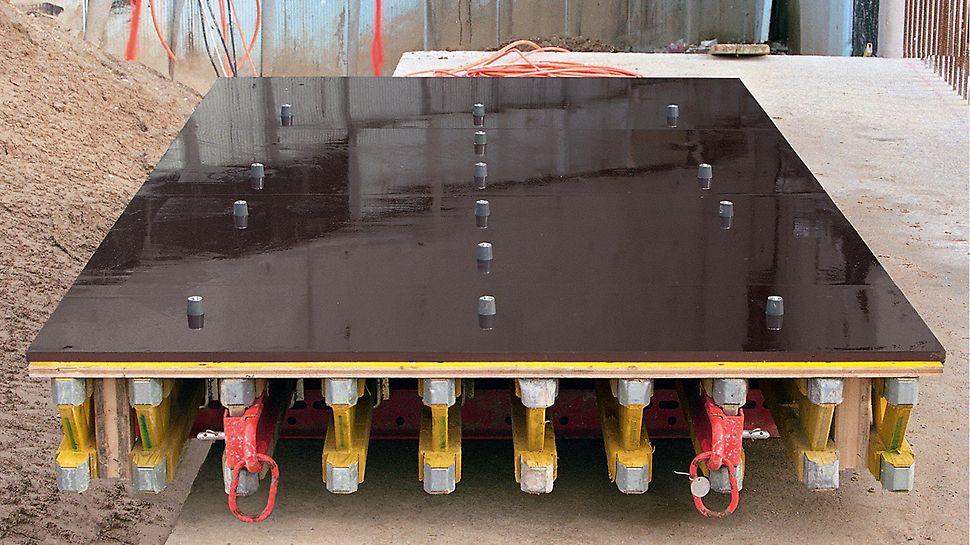 Langen Foundation, Neuss-Hombroich, Njemačka - element VARIO GT 24 oplate spreman za primjenu, obložen slijepim čepovima i poprskan sredstvom za skidanje betona.