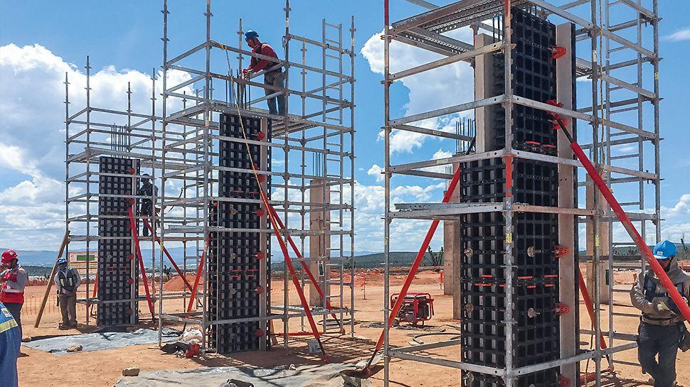 Con una mínima cantidad de componentes estándar diferentes se pueden encofrar de modo eficiente muros, cimientos, pilares y losas.