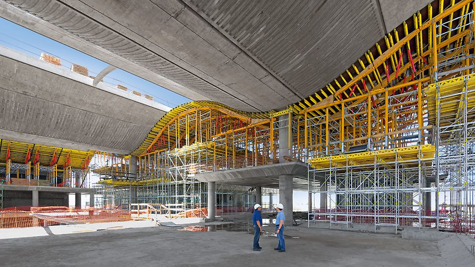 The MULTIFLEX girder slab formwork system is the flexibly adaptable solution for any ground plan and height. In the process, the use of the GT 24 Lattice Girder allows large spans and thus reduces the number of individual components required. The GT 24 is also the right solution for slab tables or special solutions for transferring horizontal loads.