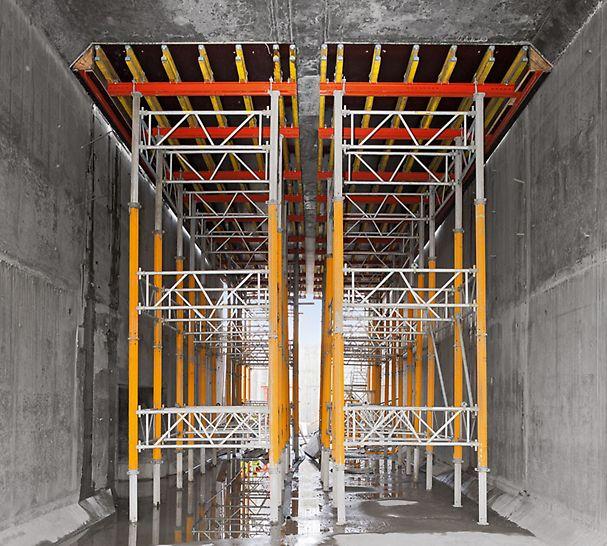 Plavební komory Panamského průplavu: Součástí obsáhlého návrhu PERI jsou také stropní stoly podepřené věžemi MULTIPROP.