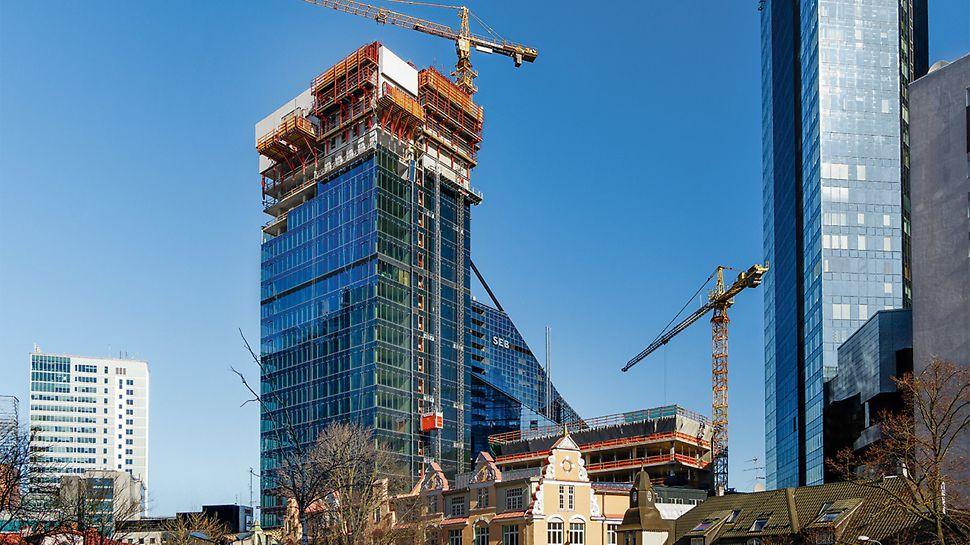 Seitse hoonet moodustavad uue Maakri kvartali Tallinna südalinnas: üle 100 m kõrgune hoone renoveeritud ajalooliste majade keskel.  (Foto: PERI GmbH)