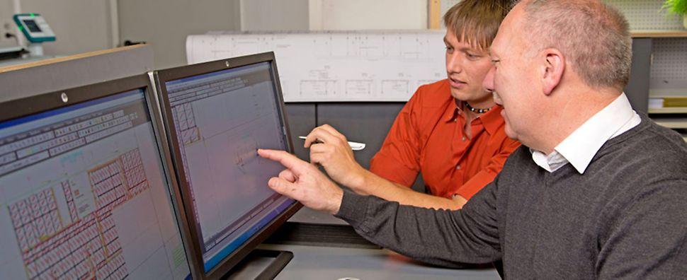 PERI Experte vermittelt Fachwissen an Kunden.
