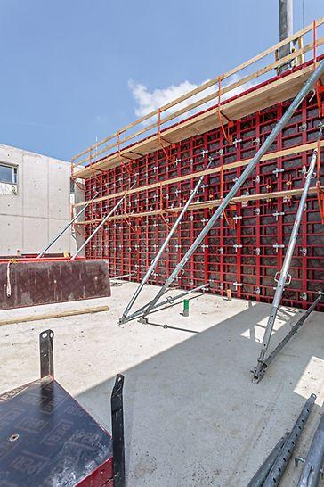 Die Wandstärken der bis zu 6,60 m hohen Stahlbetonwände betragen 20, 24 und 30 cm. Mithilfe des Absatzadapters und des BFD Richtschlosses lassen sich auch Wanddickensprünge ohne zusätzlichen Aufwand realisieren.