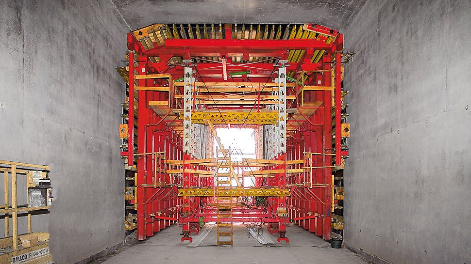 Citytunnel Malmö, Sweden - With the two formwork carriages, the 15 m long casting segments were constructed very efficiently.