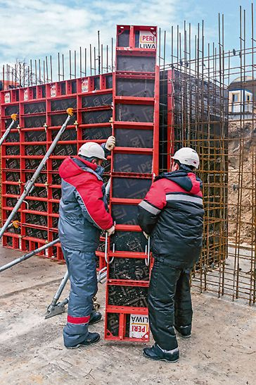 Due to the construction using a flat steel frame, the weight of the LIWA panels is substantially lower than with other standard panel formwork with welded hollow profiles. Therefore, LIWA can be erected by hand.