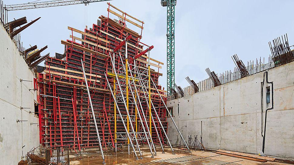 Struktura powierzchni, przywodząca na myśl drewno, powstała w wyniku odcisku matryc na specjalnie przygotowanym tynku. Aby osiągnąć zamierzony efekt, należało wcześniej uzyskać dobrą jakość powierzchni betonu - co osiągnięto dzięki TRIO.