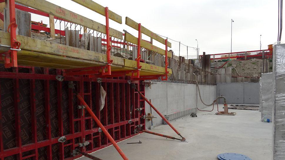 Bytový dom Muchovo námestie, Bratislava, Slovensko - Debniaci systém MAXIMO zvyšuje efektivitu práce vďaka jednostrannému spínaniu panelov.