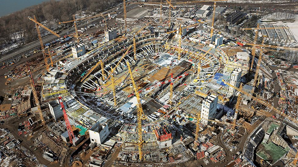 National stadium Kazimierz Górski, Warsaw, Poland - The complex construction project with highest quality requirements demanded an experienced construction site team as well as on-site support through PERI engineers.