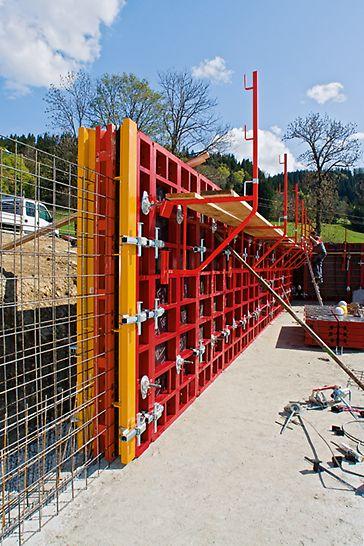 Die neue Rahmenschalung PERI MAXIMO verkürzte die Bauzeit für die Kellerwände um knapp einen Tag.