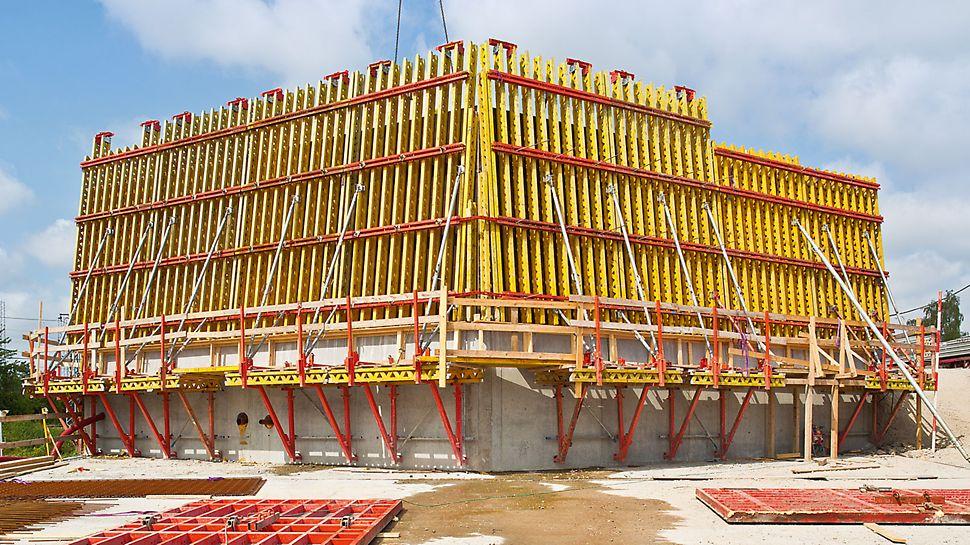 Tunnel für den Nordhavnsvej - Auf dem Tunnelbauwerk sind einige technische Bauten notwendig. Den Anforderungen mit 15° geneigten Wänden, ausgerundeten Eckbereichen und einem bestimmten Ankerraster wird eine maßgeschneiderte Schalungslösung mit der Vario GT 24 Träger-Wandschalung gerecht.