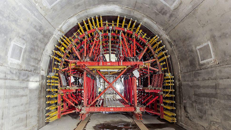 PERI alagút zsaluzó kocsi használata bányászati módszerrel készülő alagút építésekor