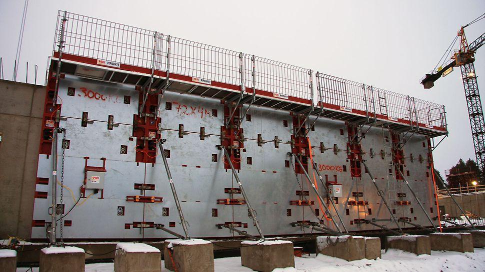4 metriä korkeisiin suoriin seiniin käytettiin uutta, lämmitettävää MXH-järjestelmää.