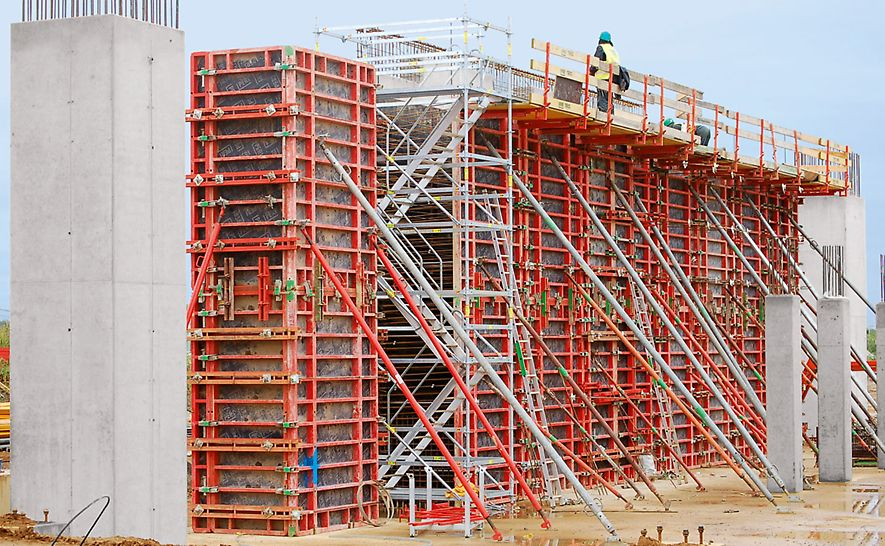 Palm paper mill, King's Lynn, Great Britain - PERI UP site stair towers provided safe access to all working areas.