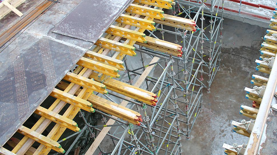 PERI UP –tukitornit toimivat tuentakalustona korkeissa holveissa.