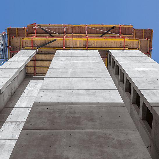 Die Außenwände der 41 m hohen Stahlbetonkerne der Sichtbetonklasse SB 3 zeigen die hohen gestalterischen Anforderungen.