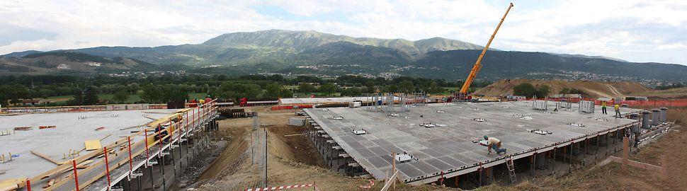 Dopo il terremoto che ha colpito l'Abruzzo nel 2009, il progetto C.A.S.E. ha previsto la realizzazione di edifici prefabbricati a due e a tre piani, fissati sopra grandi piastre in c.a. isolate sismicamente, per un totale di 184 piastre ripartite in 19 aree vicino a L'Aquila