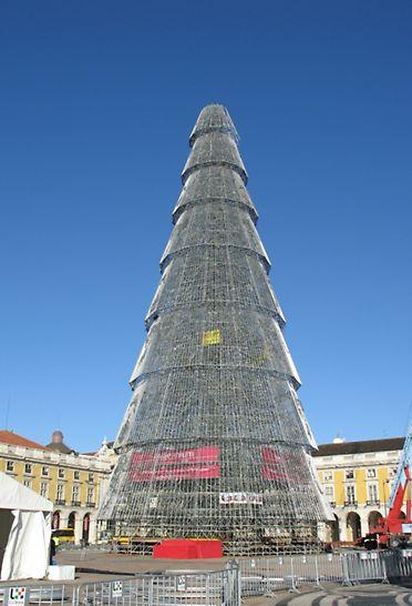 Árvores de Natal, Lisboa e Varsóvia - Uma das duas mais altas Árvores de Natal da Europa, erguida na Praça do Comércio em Lisboa. Com o sistema de andaime modular PERI UP Rosett, toda a estrutura pôde ser montada em apenas duas semanas.