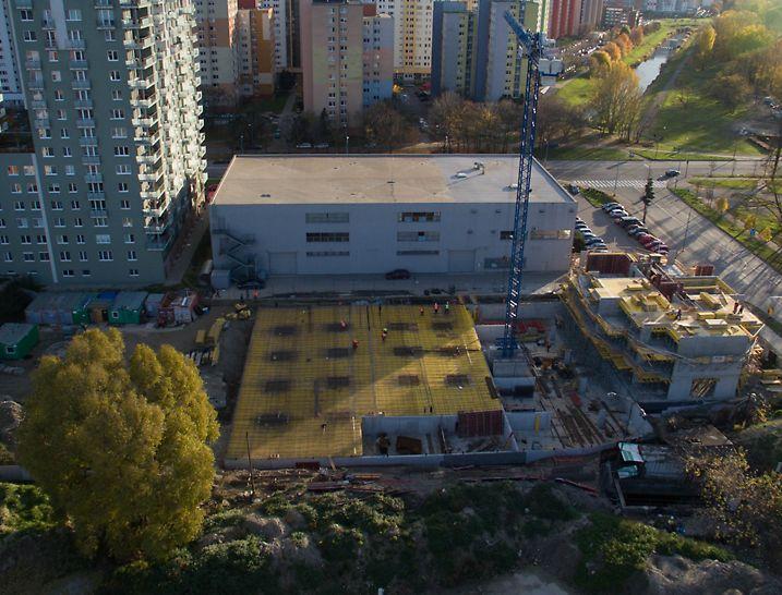Bytový dom ALBERO - Polyfunkčný komplex Bosákova II. etapa, Bratislava, Zhotoviteľ ocenil flexibilitu PERI z pohľadu naplnenia špecifických požiadaviek na vývoz materiálu.